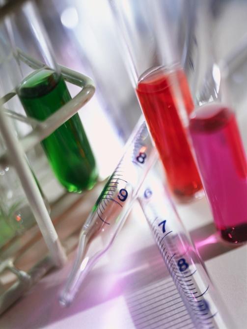 Zdjęcie - miarki oraz przyrządy z laboratorium chemicznego