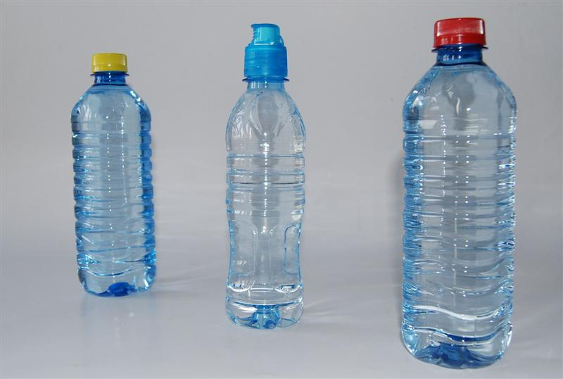 Zdjęcie - Plastikowe butelki z wodą