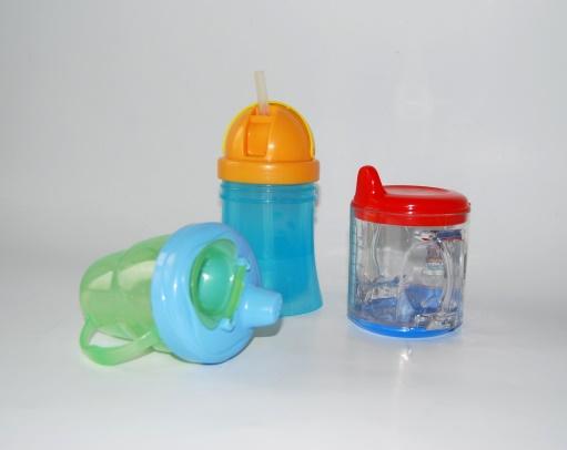 Zdjęcie - plastikowe kubki dla dzieci