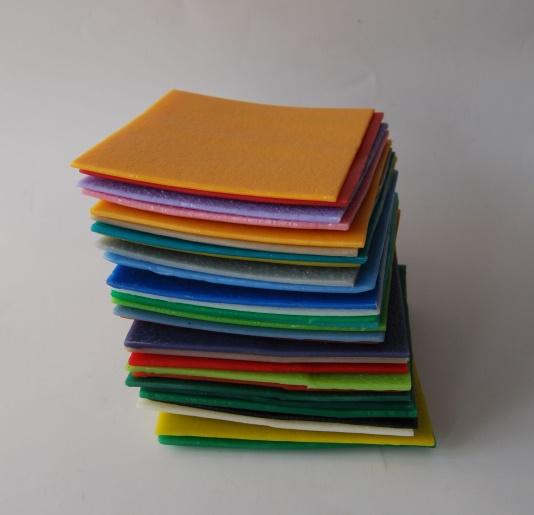 Zdjęcie - różnokolorowe płytki z tworzywa sztucznego
